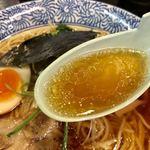 88762647 - 鶏ガラ醤油のスープ