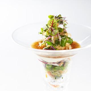 20種類以上のお野菜を詰め込んだスペシャリテ野菜のパフェ