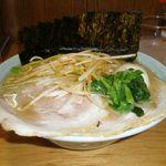 横浜ラーメン とんこつ家  - とんこつラーメン