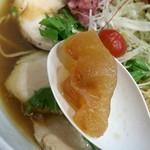 88767260 - 「冷やし追鰹らぁ麺」の氷らせたスープ