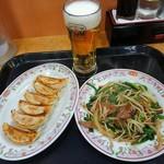 88769993 - 餃子259円、ニラレバ炒め518円、生ビール(中)430円(税込)