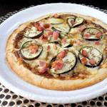 ナスとベーコンの回鍋肉ピザ