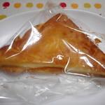つるさき食品 - 料理写真:三角チーズパン ¥180-