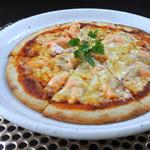 サーモンのトマトチーズピザ
