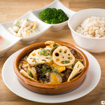 E・A・T GRILL&BAR - ランチタイムの定番・デミグラス煮込みハンバーグ 一日10食限定