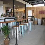 カフェ&ワインバー オーデパール - 店内です。