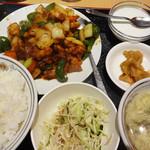 福臨門 - 鶏肉の辛口炒め(780円)。