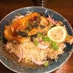 とら屋食堂 - 森林鶏骨付もも肉のビリヤニ