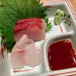 蔵出し和酒と江戸前天ぷら 甲州街道 賽 - 鮮度良好なお造り二点盛り