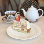 マリアサンク - いちごのショートケーキ、ダブルチーズケーキ、本日の紅茶(ルイボスティー)