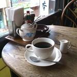 喫茶モア - ブレンドコーヒー、小町通りを見下ろせる席にて