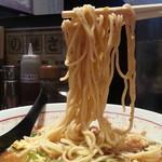 九州麺 本格餃子 清正 - 辛さが旨さ豚骨タンタン麺890円 麺アップ