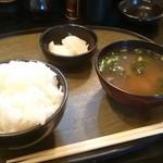 とんかつ 松永 - ご飯、味噌汁、お新香