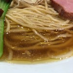 88802825 - 醤油拉麺のスープアップ