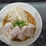 プルス ウルトラ - 豚骨醤油ラーメン・麺大盛り ¥700