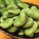 かつぎや - でも旬の空豆は食べたい 塩強めで茹でてあってハイボールが進みます