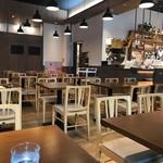 レストラン&バー ベルマルシェ - 広い店内