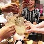 88807829 - 食べロガーな乾杯を撮影する食べロガー。