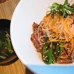 焼肉 炭こう - 本日の熟成仙台牛焼肉丼    お肉はミスジでした。