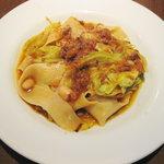 ピアット - パスタ:和牛と新キャベツのラグーソース(たまごの生麺パッパルデッレ)