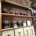 柳桜園茶舗 - 店内の一角('18.4月中旬)