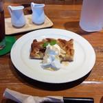 モコ ライフスタイル ストア - ごろごろりんごのケーキ+アイスティーです