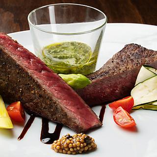 独自の製法で、丁寧に仕上げた熟成肉を堪能あれ
