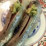 廻鮮寿司 塩釜港 - 真鰯、鮮度は然程有りません