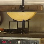 立呑みビストロ やまもと - ラクレットチーズ