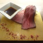 立呑みビストロ やまもと - 国産黒毛和牛のローストビーフ