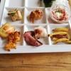 Ocean table - 料理写真:ローストビーフ、唐揚げ、ポテト、海藻サラダなど