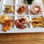 Ocean table - ローストビーフ、唐揚げ、ポテト、海藻サラダなど