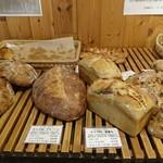 薪窯天然酵母パン工房 オ フルニル デュ ボワ - ハーフもあり選びやすいです。