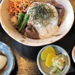 旨いもん屋「さんでー」 - 料理写真:篠山牛すきとろろ丼(1680円+税)