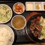 マダンセ - ◆デジカルビ定食(900円)・・「デジカルビ」「サラダ」「お味噌汁」「大根キムチ」「ご飯」「3種のタレ」などのセット。