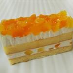 クランプウッズ コーヒーファクトリー - 料理写真:桃と林檎のケーキ