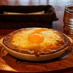スマイルガーデンカフェ パーラーふくだ - お店の名物「焼きチーズカレー」。