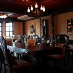 スマイルガーデンカフェ パーラーふくだ - 店内は昔の洋館を思わせるオシャレでレトロな空間。