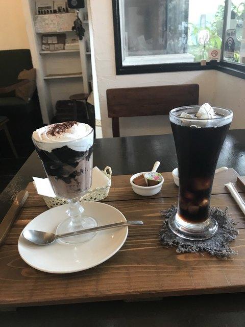 バナナカフェ - チョコムースとコーヒーゼリー、アイスコーヒー。 合計で税込850円。 美味し。