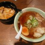 8886697 - 比内地鶏のミニ親子丼と特製らーめんセット(980円)