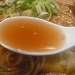 8886702 - 比内地鶏のミニ親子丼と特製らーめんセット(980円)~特製らーめんのスープ
