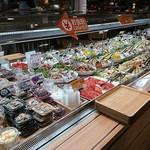 88860787 - 色々な惣菜が売ってます
