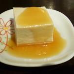 いしやん - お通し:胡麻豆腐