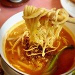 ル・パルク - 中太麺。ピリ辛のスープ絶品(・∀・) 挽肉はちょっとイマイチ。。