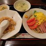 中国家庭料理 龍盛 - 冷やし中華&ベーコン半炒飯