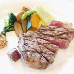 近江牛レストラン ティファニー - 料理写真:近江牛ステーキ 上品な量ながら、お肉の旨味がしっかり!
