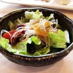近江牛レストラン ティファニー - サラダ シャキッと新鮮なお野菜も美味しいんですが、それよりもドレッシングが甘辛くてインパクト大♡