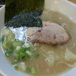 らーめん専門店小川 - らーめん680円 ちゃーしゅーをバラ 麺、脂、味全てフツーで