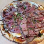 88877082 - お肉たっぷりピザ