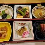 青山ガーデンリゾートホテルローザブランカ - 料理写真:一の段と二の段。全部、フツーにおいしいレベル。